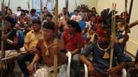 Reunião com o povo indígena.